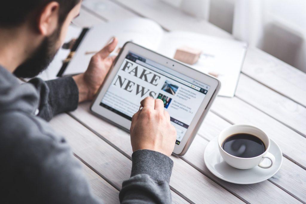 Les médias face au problème des fake news.